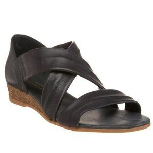 ERIC MICHAEL Netty Black Strappy Wedge Sandals 8.5
